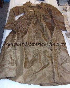 Brown silk Quaker dress, Newport Historical Society, 20.4.1