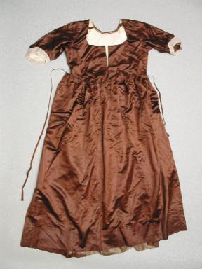Maternity gown worn by Susan Waln Morgan Rodman (Mrs Benjamin Rodman). New Bedford Whaling Museum, 1991.45.5.