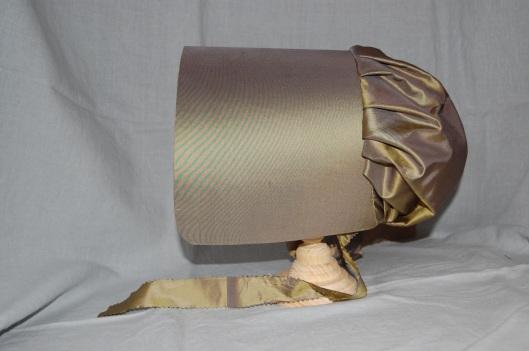 'Quaker' bonnet