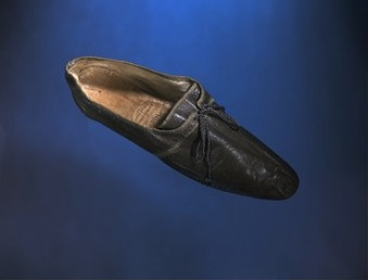 Shoes, 1810-1820. Gift of Miss M. Lee. T.385&A-1960, Victoria & Albert Museum.