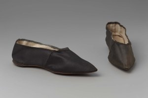 Women's slippers, 1790-1810. American. MFA Boston. 99.664.12a-b